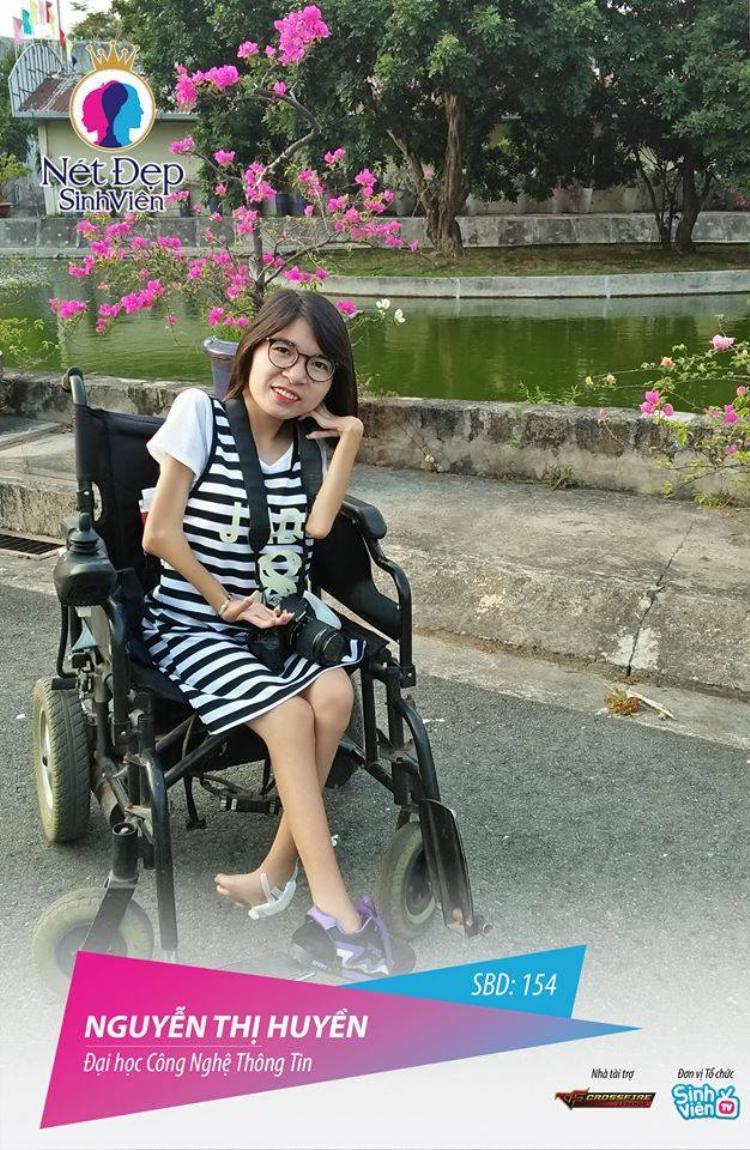 Cô gái nghị lực Nguyễn Thị Huyền được nhiều người chú ý.