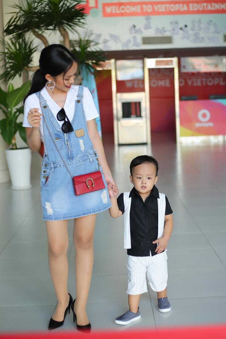 Hình ảnh ngộ nghĩnh của bé mập Sumo bên mẹ đơn thân Thanh Trúc