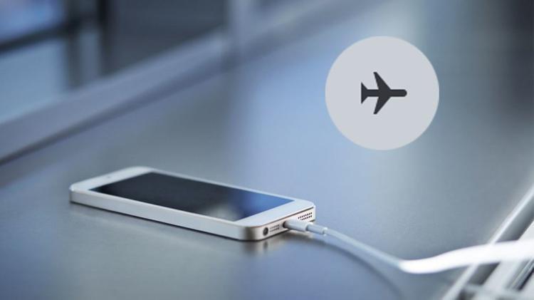 Bạn có thể tăng tốc độ sạc pin khi đặt máy vào chế độ Airplane.