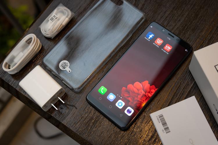 Với giá máy 6,49 triệu đồng, OPPO F7 Youth tiếp tục là chiếc smartphone tiếp theo của OPPO cạnh tranh ở phân khúc smartphone tầm trung tại Việt Nam.