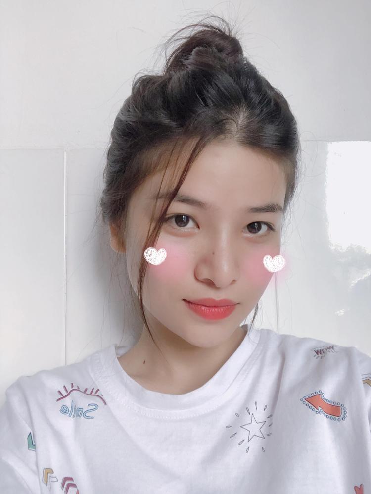 Chia sẻ về dự định của mình, Cẩm Thư cho biết, cô bạn đang tập trung ôn tập để có thể thi vào HUFLIT.
