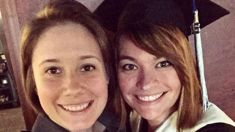 Cặp đôi đồng tính nữ gây sốt mạng xã hội vì lời cầu hôn trùng hợp bất ngờ