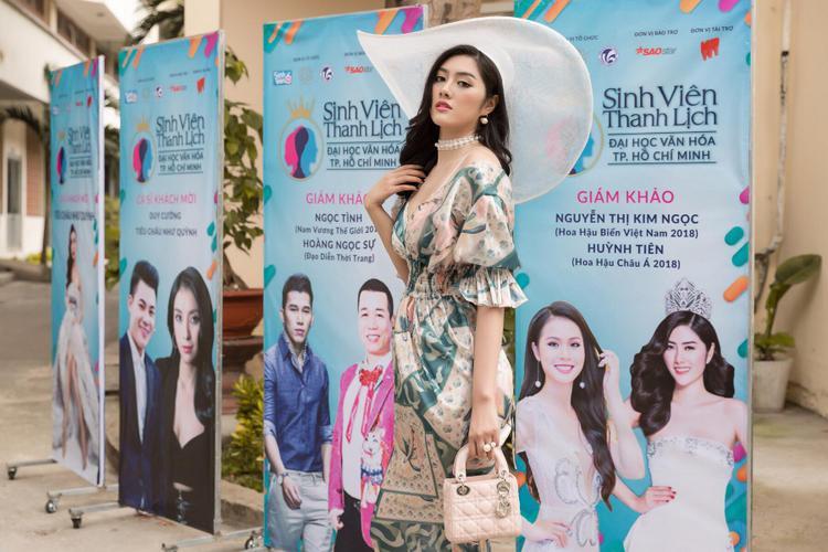 Một số hình ảnh khác của Huỳnh tiên khi cô xuất hiện trong vòng chung kết Sinh viên thanh lịch ĐH Văn hóa TP.HCM.