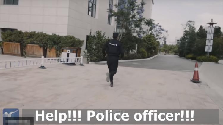Nhưng sau đó, cảnh sát đã chạy thẳng.