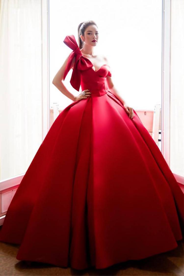 Trong liên hoan phim Cannes vừa qua, người đẹp nhiều lần lựa chọn trang phục của anh để xuất hiện trên thảm đỏ.