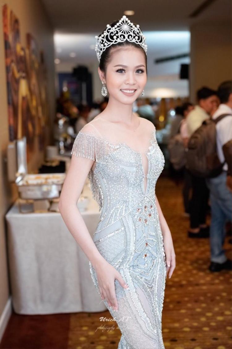 Vẻ đẹp không góc chết của HH Kim Ngọc.