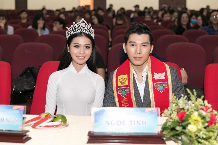 HH biển Việt Nam toàn cầu chụp hình cùng Nam vương Thế giới 2017 Ngọc Tình.