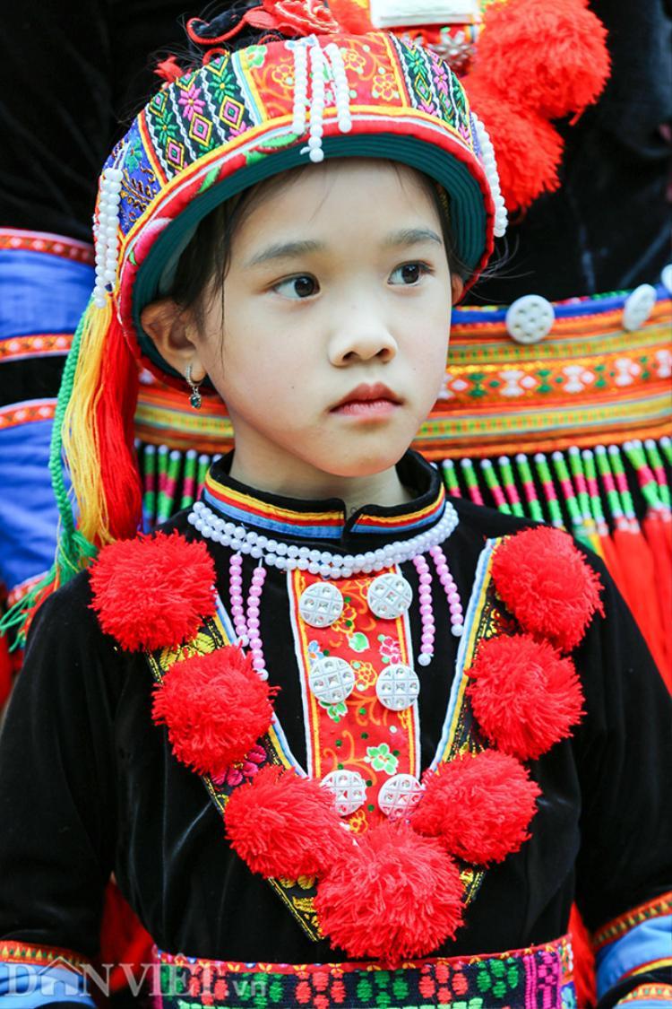 Em bé dân tộc Dao đỏ tại huyện Bắc Hà, tỉnh Lào Cai.