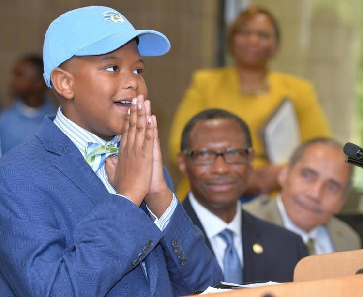 Elijah Precciely tuy chỉ mới 11 tuổi nhưng đã nhận được học bổng toàn phần.