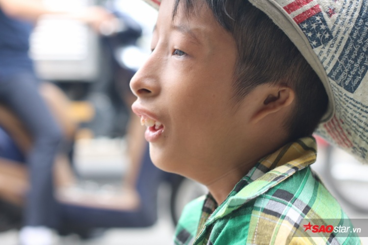 Chuyện Tí Nị  Cậu bé tí hon bán vé số nuôi ước mơ trở thành Youtuber ở Sài Gòn