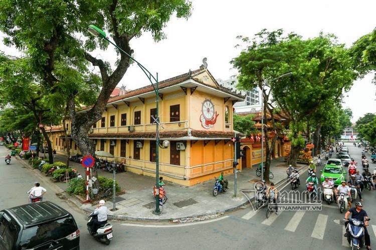 Chùa Quán Sứ là ngôi chùa cổ nổi tiếng nằm ở trung tâm Thủ đô, thờ Phật, hậu đường thờ quốc sư triều Lý là Thiền sư Khuông Lộ