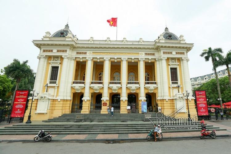 Nhà hát Lớn Hà Nội là một công trình kiến trúc được người Pháp khởi công xây dựng năm 1901 và hoàn thành năm 1911