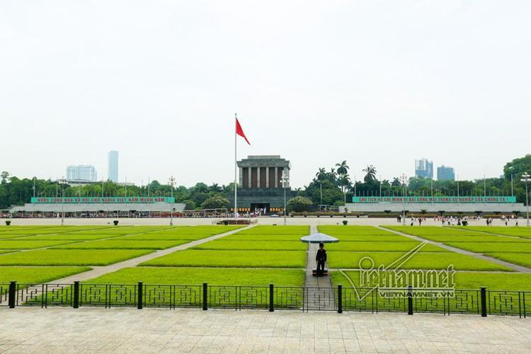 Lăng Bác là điểm được nhiều người dân cả nước và du khách nước ngoài tìm đến thăm viếng