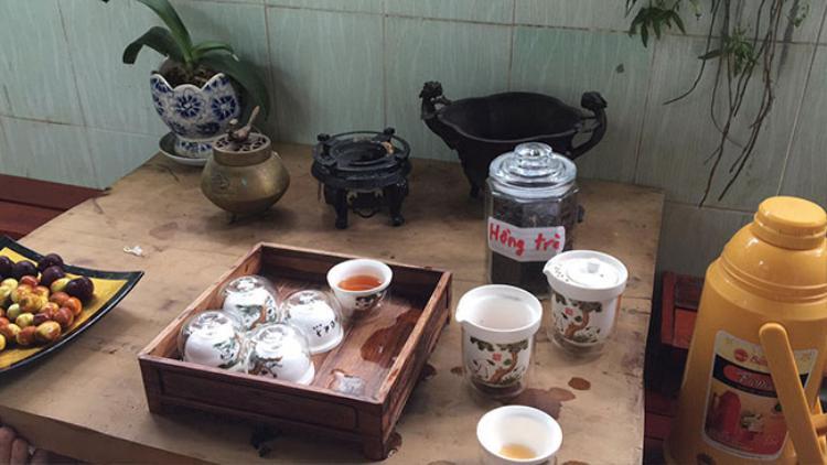 Bàn trà gỗ mộc tự nhiên.