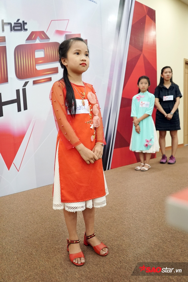 Hát hay đã đành, dàn thiên thần nhí còn gây ấn tượng khi diện áo dài tại vòng casting The Voice Kids 2018