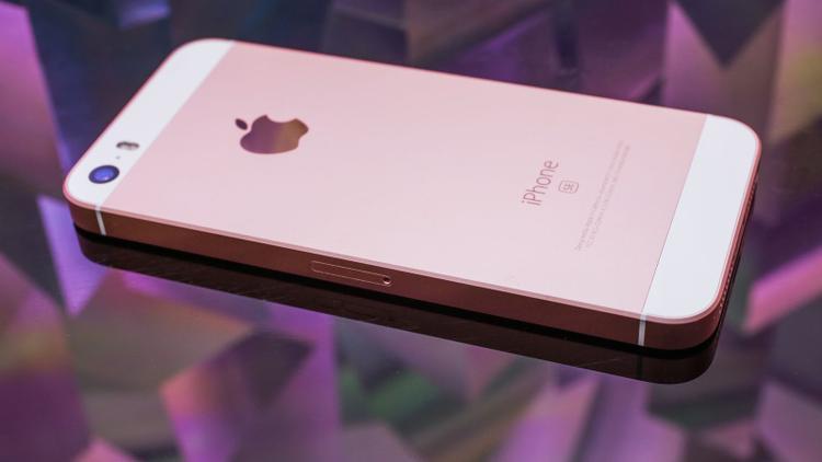 Forbes cho biết iPhone SE2 sẽ có thiết kế tương tự thiết bị tiền nhiệm, những tính năng như FaceID là quá cao cấp so với tầm giá của chiếc máy này.
