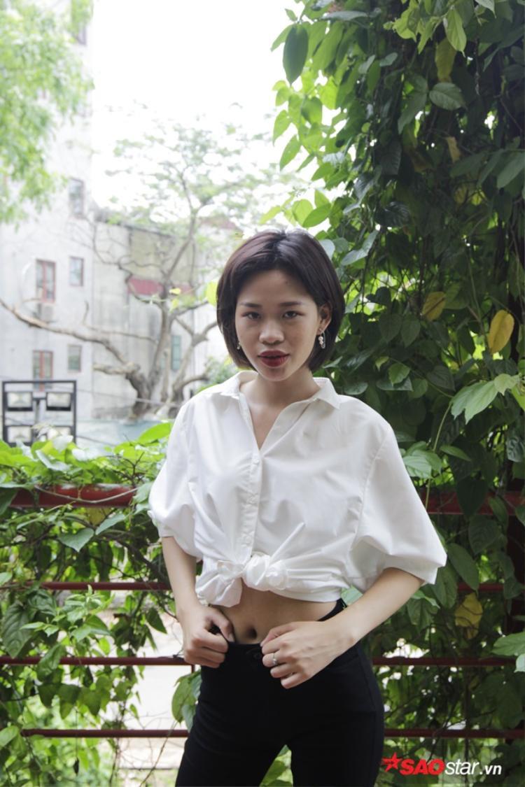 Đang là sinh viên Đại học Sư phạm Hà Nội, cô nàng 19 tuổi Trần Thị Phượng sở hữu chiều cao 1m74 cũng là một trong những thí sinh tạo sự thu hút bởi sự tự tin.