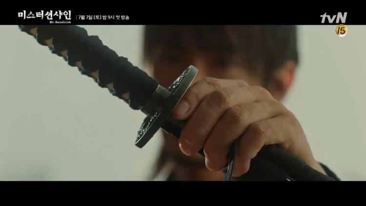 Mr. Sunshine của Lee Byung Hun tiếp tục tung teaser đẹp mê hồn xen lẫn tình tiết căng thẳng, bi thương đến nao lòng