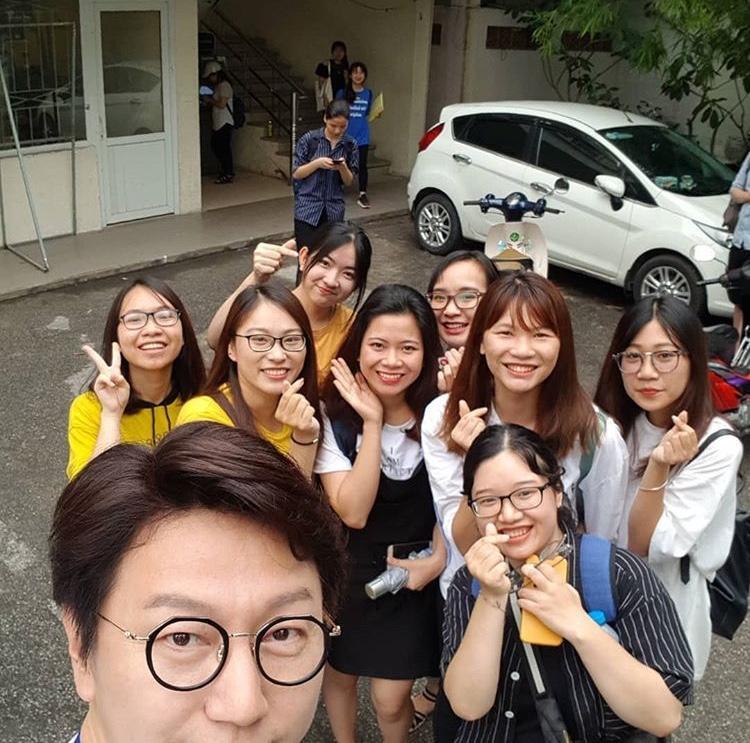 Quay hình tại trường Đại học Ngoại thương Hà Nội.