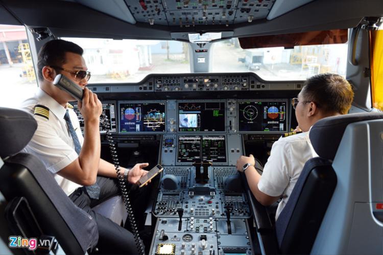 Thu nhập của phi công Vietnam Airlines không thấp hơn nhiều so với mặt bằng khu vực. Ảnh minh họa: Hoàng Hà
