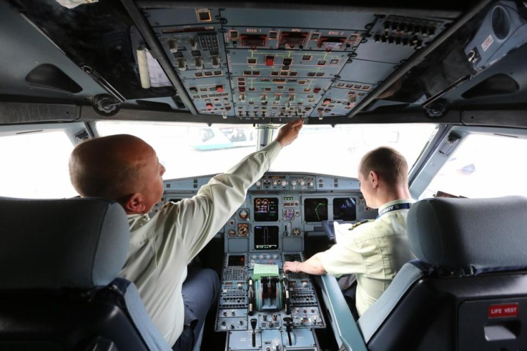 Chi phí đào tạo phi công dao động từ50.000 đến 160.000 USD - một con số không hề nhỏ.