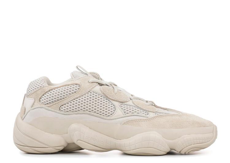 """Ngay từ khi mới được tung ra, mẫu giày Yeezy 500 Blush đã bị ví như """"ổ bánh mì"""". Giày này có giá thấp nhất trong dòng Yeezy, chỉ hơn 5 triệu đồng. So với tần suất """"phủ sóng"""" của những đôi giày anh em khác, item này có vẻ ít được ưa chuộng hơn hẳn."""
