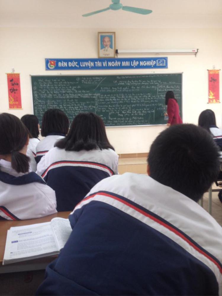 Còn đây là ở 1 lớp học ôn thi khối C- nơi mà những đống chữ dài ngoằng chưa bao giờ là dễ thở.