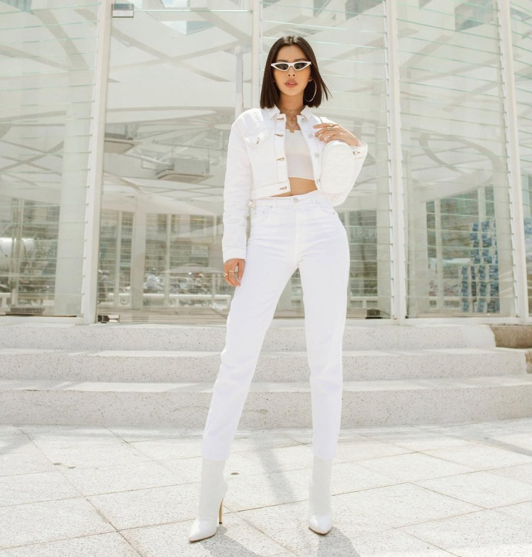 Không sở hữu chiều cao nổi trội nhưng với gu thời trang tinh tế, Tú Hảo vẫn chiếm được một suất trong bảng xếp hạng sao đẹp tuần này khi diện cả cây trắng nổi bật.