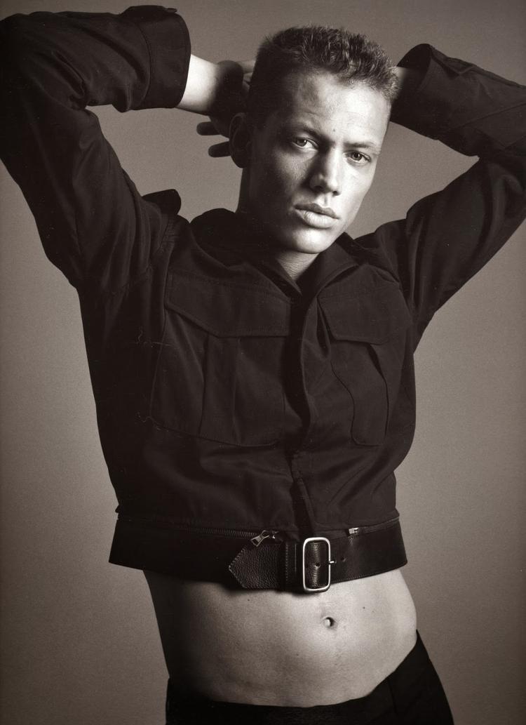 Ryan Locke là một trong số người mẫu nam từng bị nhiếp ảnh gia Bruce Weber lạm dụng.