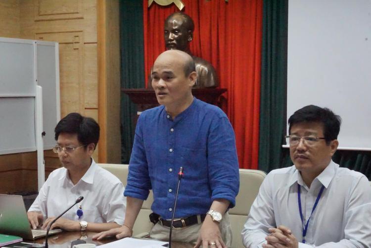Ông Nguyễn Huy Quang cùng đại diện Bộ Y tế trong buổi họp báo.