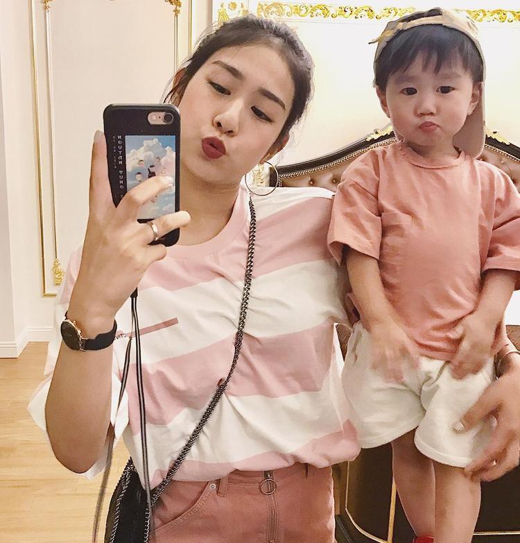 Cute chẳng kém gì mẹ Trang