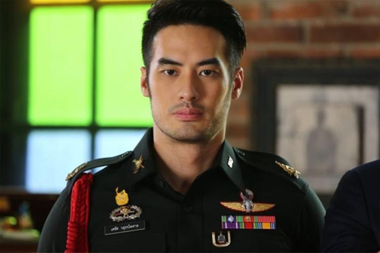 Hết chê 'thô thiển', phim mới của Boy Pakorn lại bị gọi là 'Hậu duệ mặt trời' bản Thái