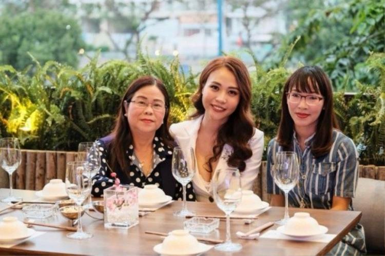 Cường Đô La ra mắt gia đình Đàm Thu Trang…