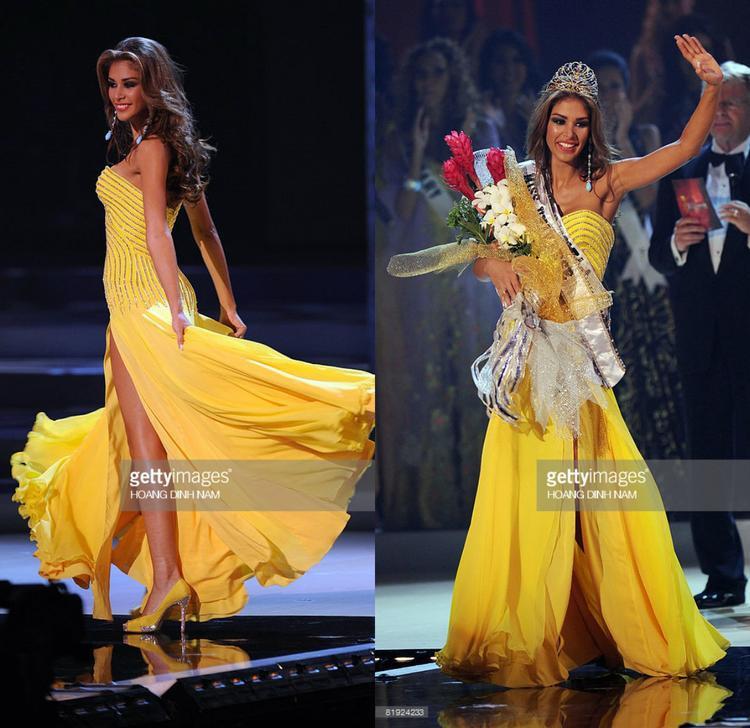 Cựu Miss Universe 2008 cũng từng khoác trang phục màu sắc tương tự. Trong đêm chung kết, Dayana diện lên người bộ váy dạ hội màu vàng rực rỡ như ánh nắng mặt trời. Thiết kế cơ bản không có nhiều điểm ấn tượng nhưng khi được mĩ nhân Venezuela trình diễn, nó trở nên vô cùng đặc sắc và thu hút.
