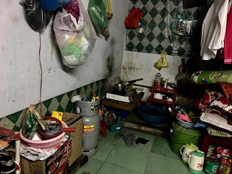 Chỗ để sinh hoạt, nấu ăn chỉ vỏn vẻ 1 mét vuông