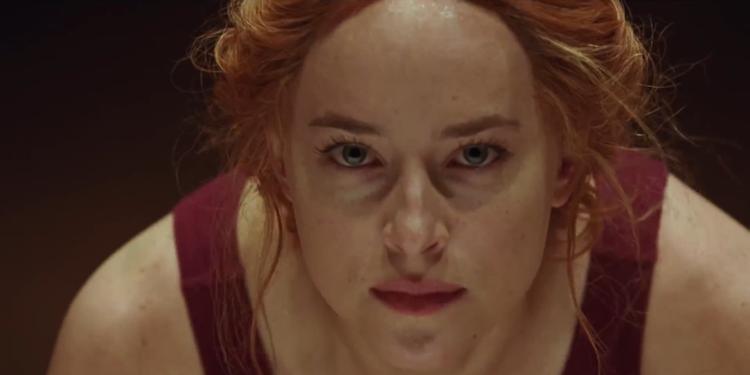 Suspiria là dịp để Dakota Johnson phát huy thế mạnh diễn xuất của mình.