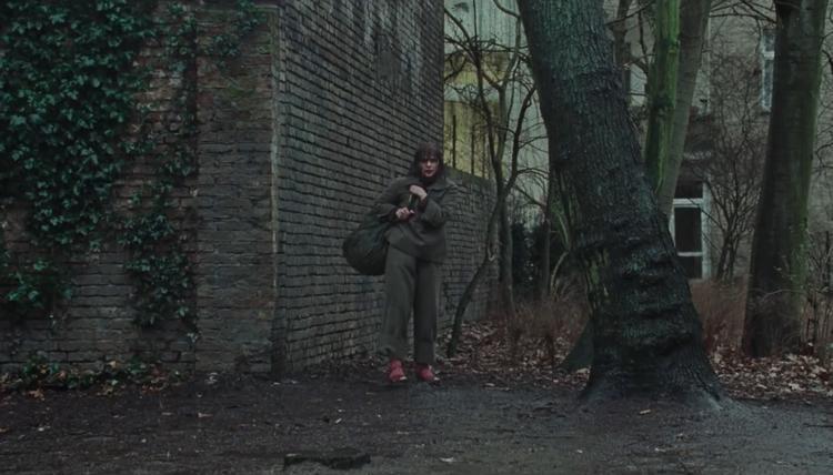 Sự xuất hiện chớp nhoáng củaChloë Grace Moretz trong teaser.