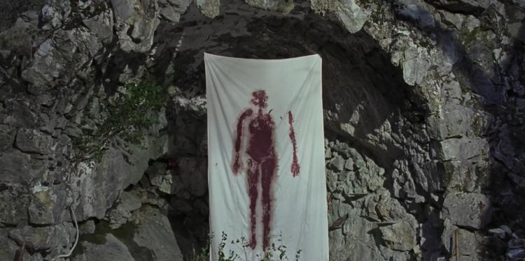 """Suspiria cũng không thiếu những cảnh máu me """"doạ người""""."""