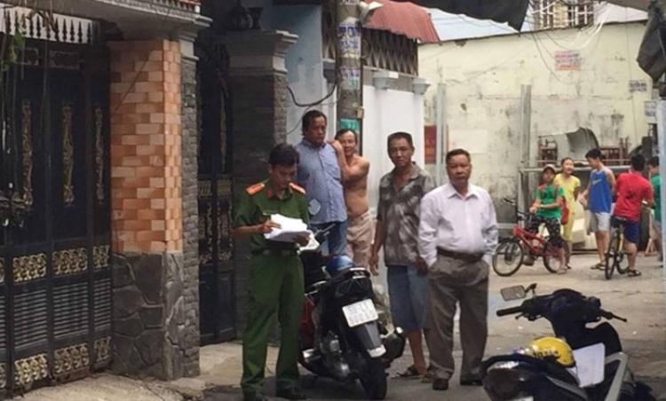 Cơ quan công an kiểm tra hiện trường phát hiện vụ giết người, phân xác - Ảnh: Khả Lâm.