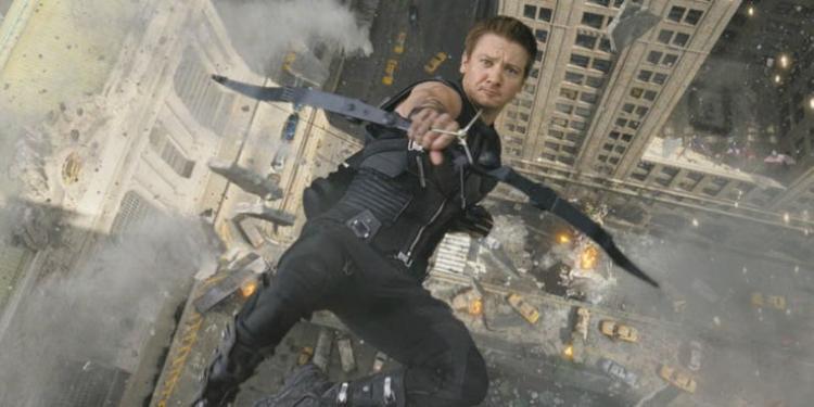 Đóng phim hành động thì không sao, Hawkeye Jeremy Renner lại gãy 2 tay khi quay phim hài Tag
