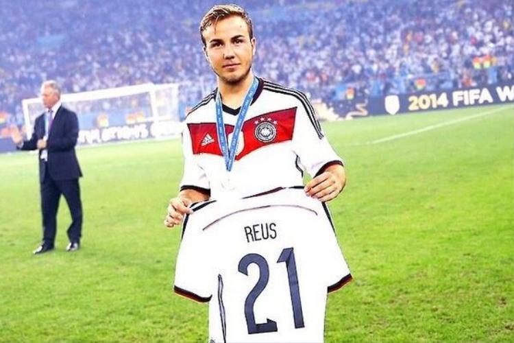 Mario Gotze và chiếc áo mang tên Reus ở World Cup 2014.