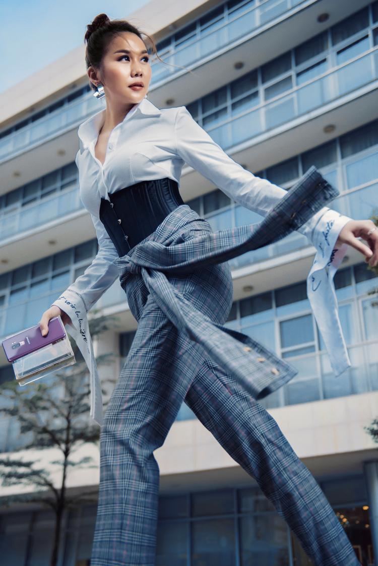 Sự thành công của Thanh Hằng đến từ sự nhạy bén với xu hướng thời trang và công nghệ.