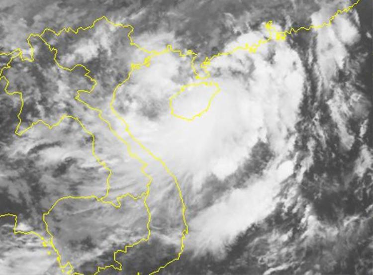 Ảnh mây vệ tinh của bão số 2 lúc gần 11h ngày 5/6. Ảnh: NCHMF.