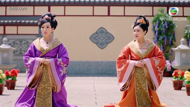…nhưng cuối cùng thì Thượng cung quyết định phạt hai bà phải quì sám hối ngoài sân đúng một ngày và họvẫn tiếp tục khẩu chiến dữ dội