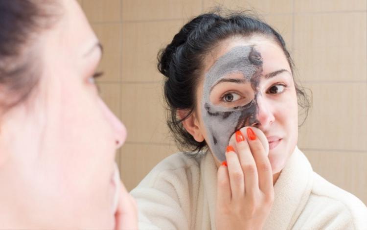 Ngay cả với các loại mỹ phẩm dịu nhẹ nhất, với liều lượng quá nhiều, da cũng không hấp thụ được