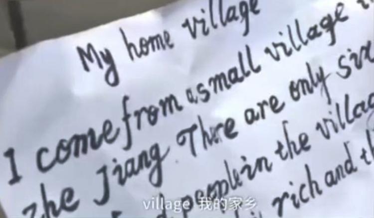 Mảnh giấy mô tả quê hương được ông Wang viết bằng tiếng Anh.