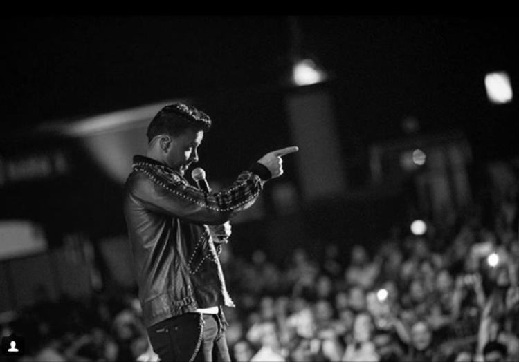Được biết Love and Dance World Tour là chuyến lưu diễn vòng quanh thế giới thứ chín của Luis Fonsi, nhằm quảng bá cho single Despacito.