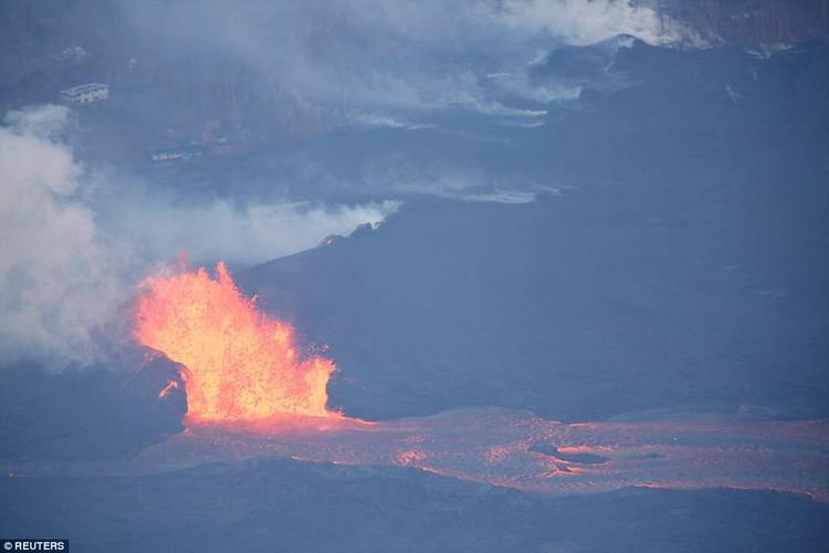 Dung nham liên tục phun trào sau khi quét qua các đảo ở Hawaii.