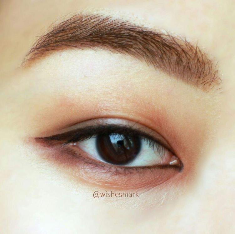 Hình ảnh chi tiết phong cách trang điểm mắt của Haechan cho một beauty blogger đăng tải.