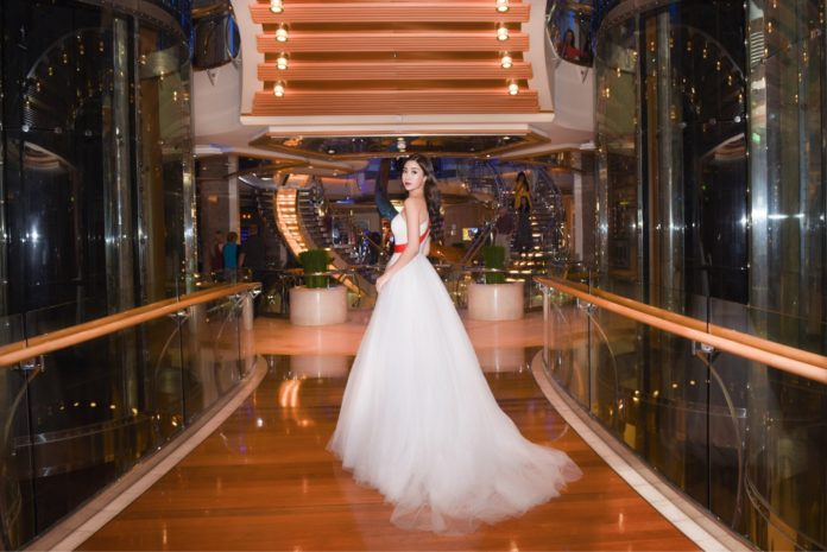 Trong hai năm đương nhiệm, Hoa hậu họ Đỗ không chỉ gây ấn tượng với những hoạt động thiện nguyện mà còn xây dựng hình ảnh một Hoa hậu với phong cách sang trọng, quý phái. Gu thời trang sự kiện thảm đỏ luôn được đánh giá cao.